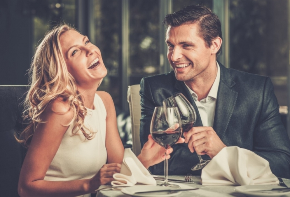 Prima intalnire cu femeia in? eleapta)